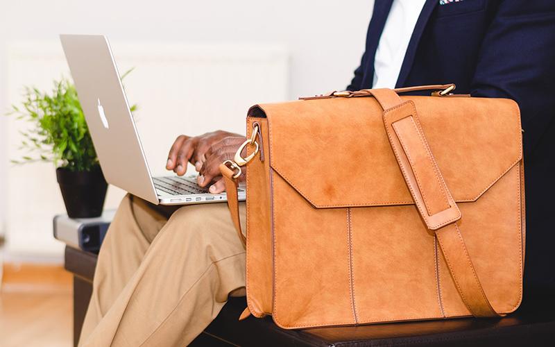 mochila de pecho, mochila cruzada, bandolera portatil, bolso bandolera oficina, bandolera cuero